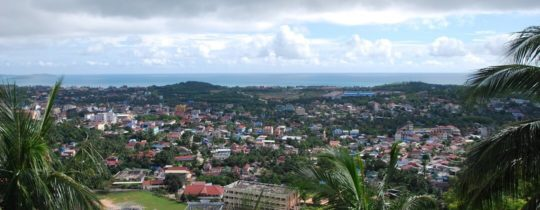 Uitzicht over Sihanoukville vanuit Wat Leu, Cambodja